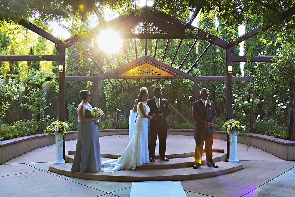 As An Albuquerque Wedding Photographer I Enjoy The Opportunity To Photograph Weddings At Botanic Gardens Venue Several Times A Year